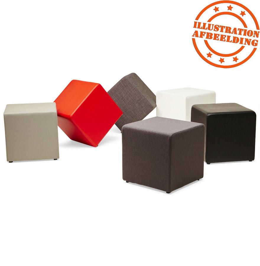 kleine kubusvormige poef cayou in donkergrijze stof. Black Bedroom Furniture Sets. Home Design Ideas