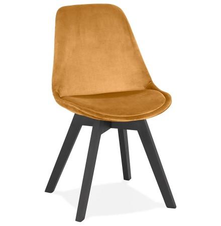 Chaise en velours moutarde 'JOE' avec structure en bois noir