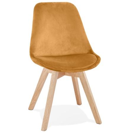 Chaise en velours moutarde 'JOE' avec structure en bois naturel