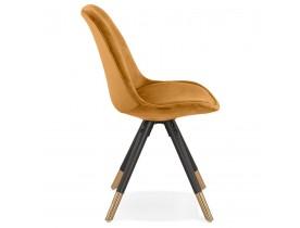 Chaise design 'HAMILTON' en velours moutarde et pieds en bois noir