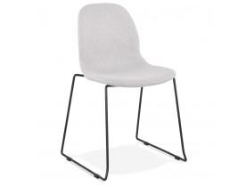 Chaise design empilable 'DISTRIKT' en tissu gris clair avec pieds en métal noir
