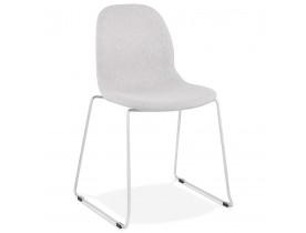 Chaise design empilable 'DISTRIKT' en tissu gris clair avec pieds en métal chromé