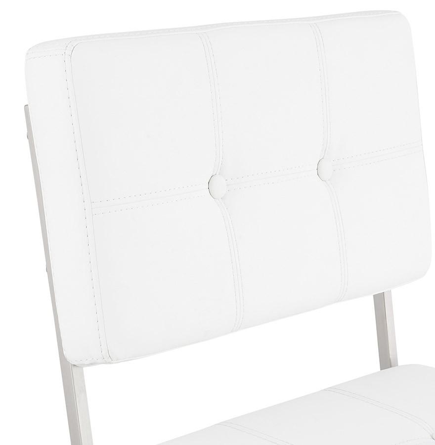 chaise capitonn e leon blanche chaise design. Black Bedroom Furniture Sets. Home Design Ideas
