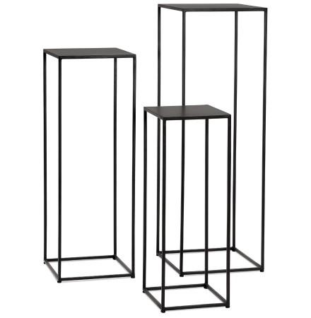 Set met drie stapelbare bijzettafels 'NORY' van zwart staal
