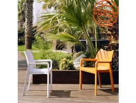 Design terrasstoel 'VIVA' uit lichtgrijze kunststof