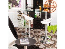 Design barkruk 'COMET' met witte, in de hoogte regelbare zitschaal en rugleuning