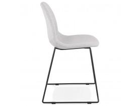 Designstoel 'DISTRIKT' in lichtgrijze stof met zwart metalen onderstel