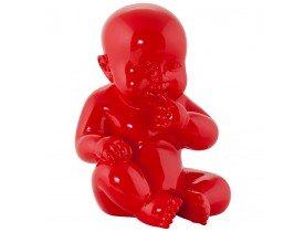 Beeld 'BABY', zittende baby in rood polyhars