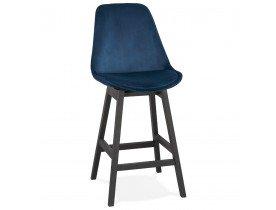 Halfhoge design barkruk 'MORISS MINI' in blauw fluweel en poten in zwart hout