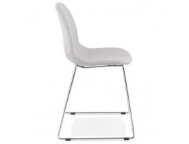 Designstoel 'DISTRIKT' in lichtgrijze stof met verchroomd metalen onderstel