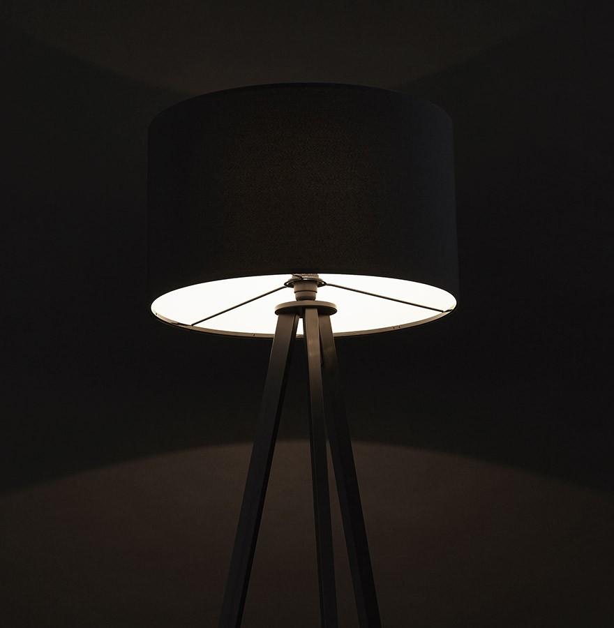 Staande Design Lamp.Zwarte Staande Lamp Op Driepoot Spring Design Lamp Op 3 Poten
