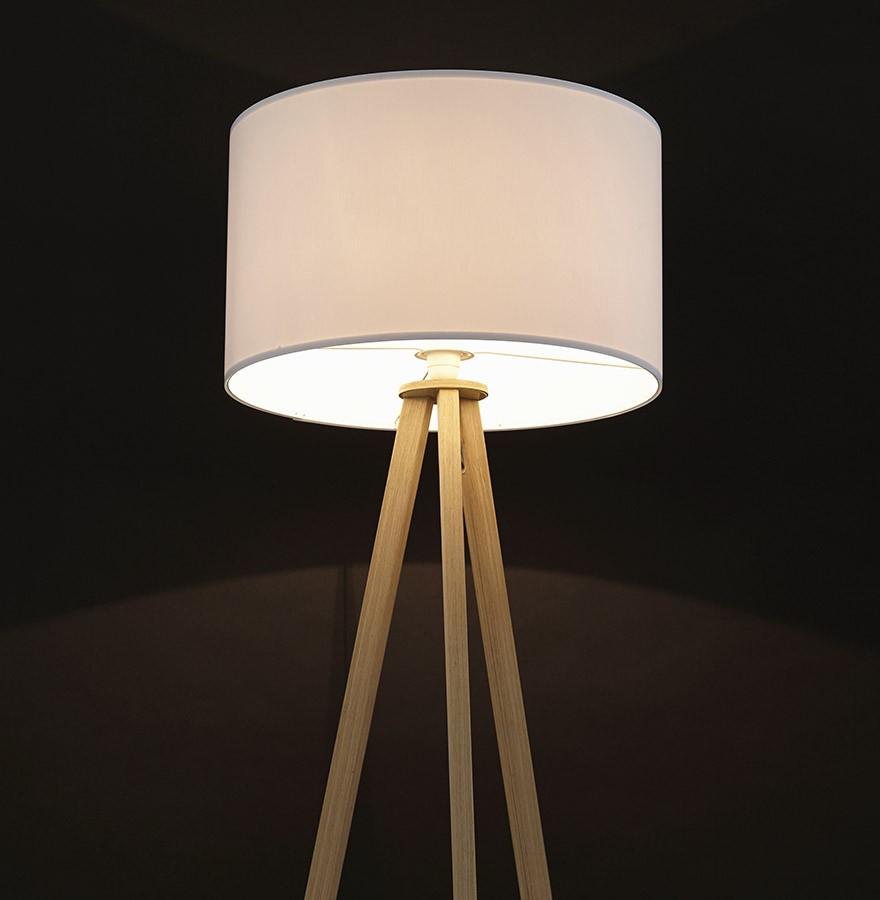 Staande Design Lamp.Witte En Houten Staande Lamp Op Driepoot Spring Design Lamp