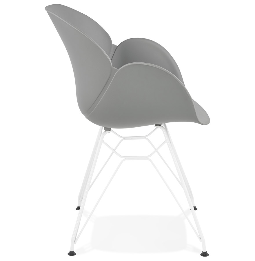 Chaise moderne ´FIDJI´ grise avec pieds en métal blanc