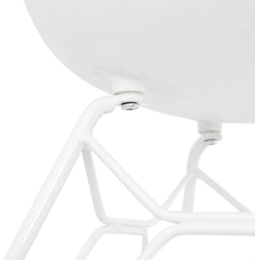 Chaise moderne fidji blanche avec pieds en m tal blanc - Chaise moderne blanche ...