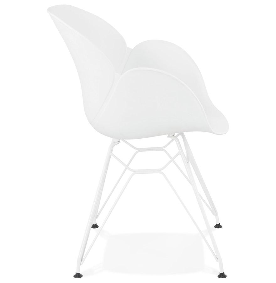 Chaise moderne ´FIDJI´ blanche avec pieds en métal blanc