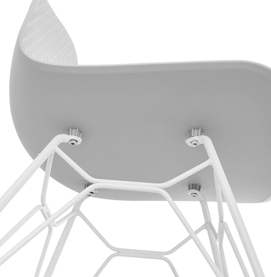 moderne stoel gaudy grijs met wit metalen voet. Black Bedroom Furniture Sets. Home Design Ideas