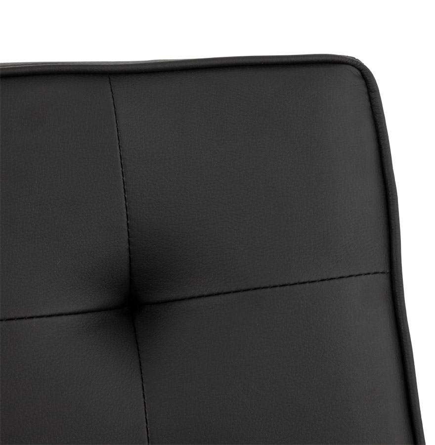 zwarte gecapitonnerde stoel kool uit imitatieleder. Black Bedroom Furniture Sets. Home Design Ideas