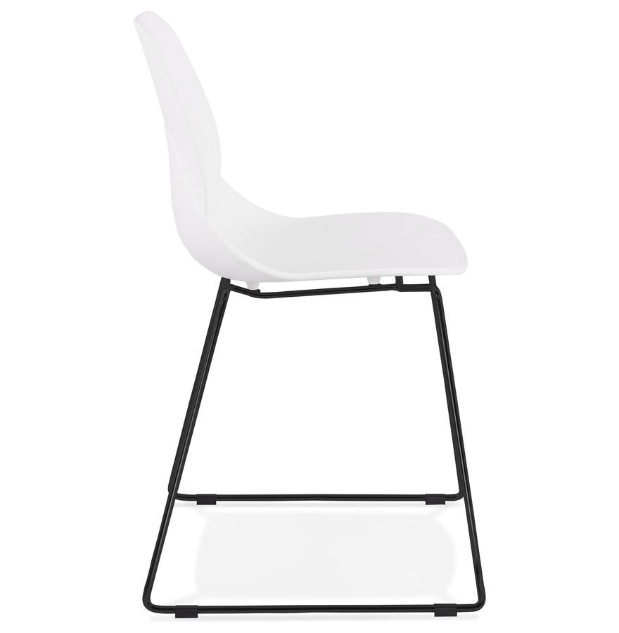 Chaise design ´NUMERIK´ blanche avec pieds en métal noir