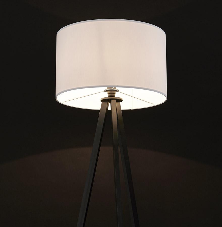 witte en zwarte staande lamp met 3 poten spring design lamp. Black Bedroom Furniture Sets. Home Design Ideas