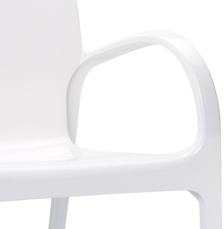 Chaise moderne ´YING´ blanche en matière plastique