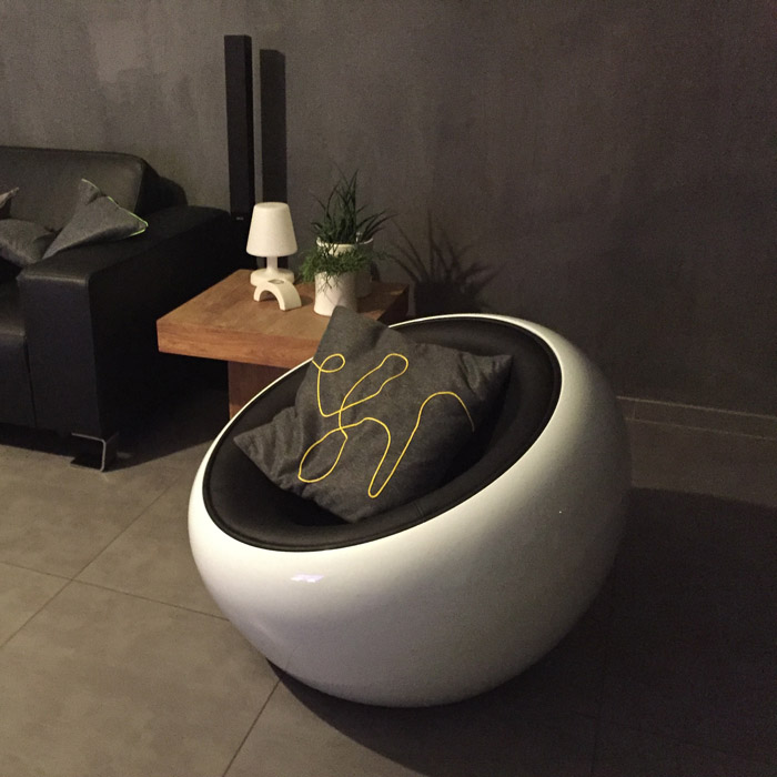Fauteuil boule lounge ATMO - Alterego Design - Photo 7