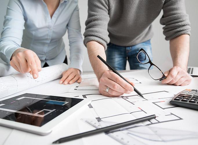 Wat is het verschil tussen een architect, een interieurarchitect en een decorateur?