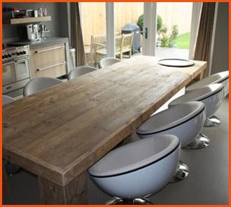 Fauteuils boules à table - Décoration intérieure