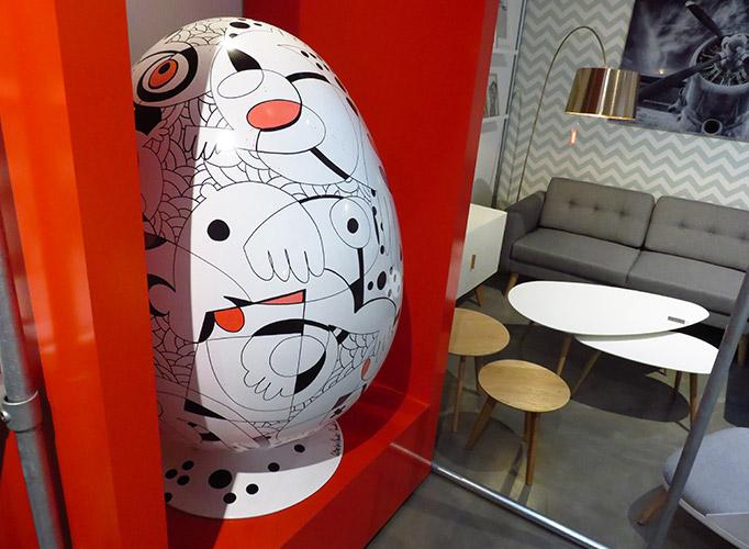 Un fauteuil unique exposé dans le magasin de meuble Alterego de Liège