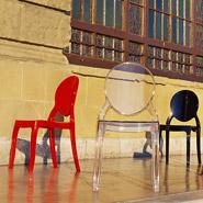 Kleuren van de ELIZA stoelen - Zwart, rood en doorzichtig