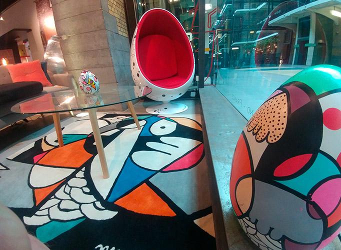 Fauteuil Oeuf design MoshiMoshi + Alterego exposé à Bruxelles